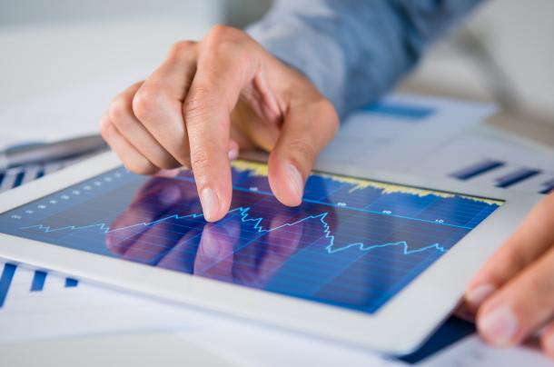株価を映すタブレット