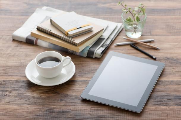タブレットとコーヒー